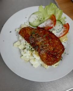 Kartoffelsalat mit Schnitzel